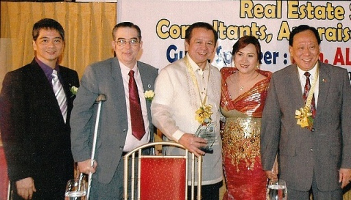 Congressman Rodolfo Valencia (center) together with Mr. Ramon Cuervo and the Board Members of PRBRES.