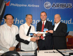 PAL officers, Ramon Ang (right) and Lucio Tan (2nd from left) during the signing ceremony with Airbus.