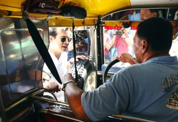 Vice Mayor Isko Moreno talking to the jeepney driver as he inspected the University Belt for illegal vendors and transport terminals. source of photo: http://www.philstar.com/metro/2013/07/06/962123/erap-names-isko-manilas-traffic-czar