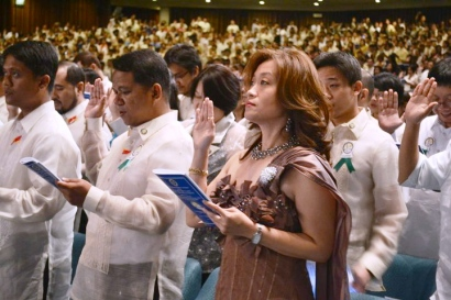 dr.kirby salvador, taking her oath as a Professional Real Estate Broker