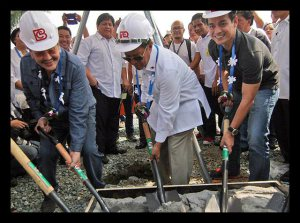 Mayor Estrada; VP Jejomar Bnay and Vice-Mayor Moreno: Grounbreaking Rites At Tondo:for the relocated Vitas settlers