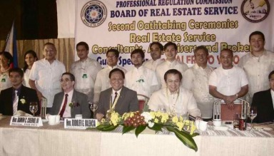 Chairman EG Ong, with Father of the RESA LAW Congressman Rod RGV Valencia and Officers and Members of the MANILA BOARD OF REALTORS