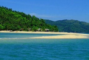 Bulubadiangan Island, Concepcion, Iloilo Photo source: mybeautifuliloilo.blogspot.com